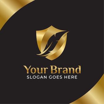 Logo legge piuma d'oro, studio legale, studio legale avvocato, inchiostro piuma con concetti di scudo