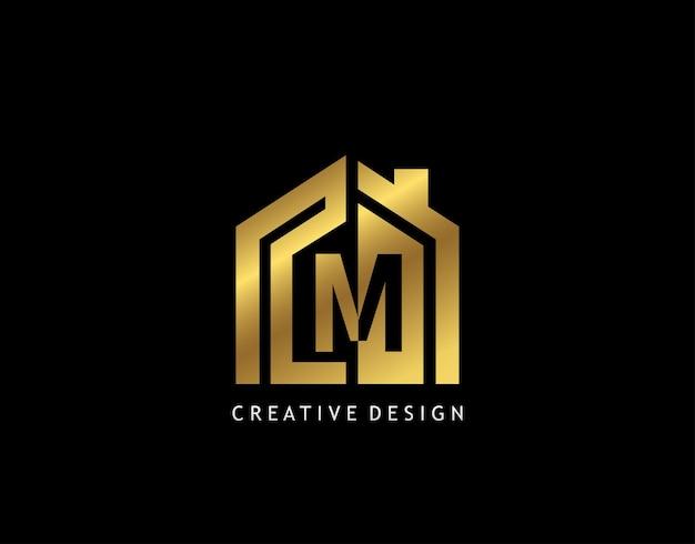 Marchio della lettera d'oro m. forma minimalista della casa d'oro con lettera m negativa, design dell'icona della costruzione di immobili.