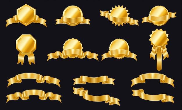 Etichette e scudi di nastri dorati. set di nastri ed etichette. avvolgere nastri d'oro per striscioni. adesivo d'oro