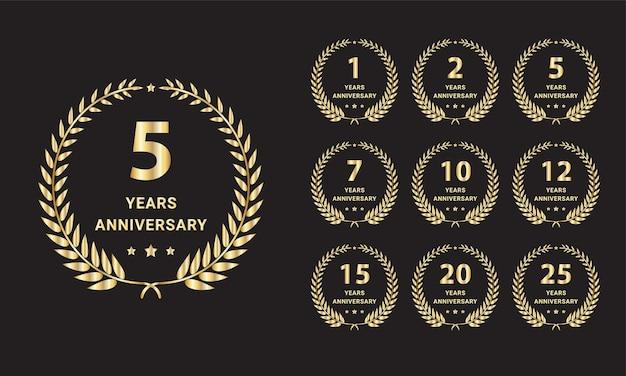 Grande set di etichette per l'anniversario delle nozze d'oro vettore gratuito