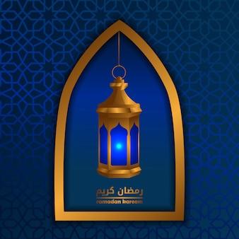 Finestre dorate con lanterna dorata per il ramadan