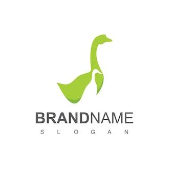 Logo dell'oca ispirazione per il design del logo dell'allevamento di oche e anatre
