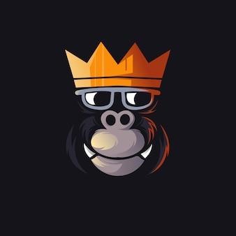 Logo della mascotte gorilla king per giochi, esport, youtube, streamer e twitch