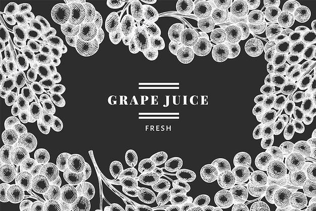 Modello di disegno dell'uva. illustrazione disegnata a mano della bacca dell'uva di vettore sulla lavagna. banner botanico retrò stile inciso.