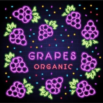 Frutta incandescente di luce al neon dell'uva con sfondo scuro