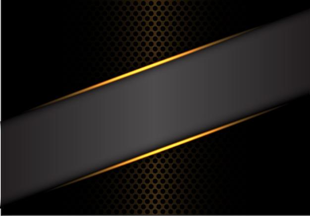 La linea d'oro grigia dell'insegna sul cerchio scuro del metallo circonda la priorità bassa.