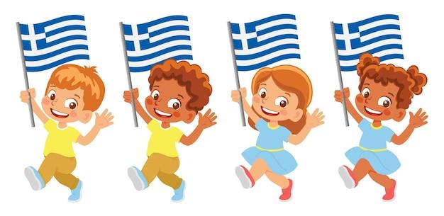 Bandiera della grecia in mano. bambini che tengono bandiera. bandiera nazionale della grecia