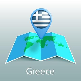 Mappa del mondo di bandiera della grecia nel pin con il nome del paese su sfondo grigio