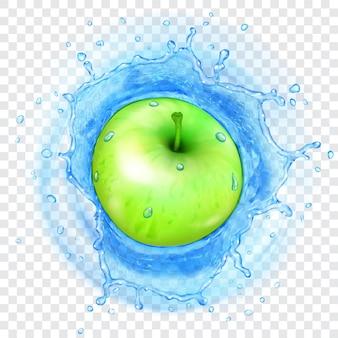 Mela verde che cade in acqua azzurra trasparente con spruzzi traslucidi