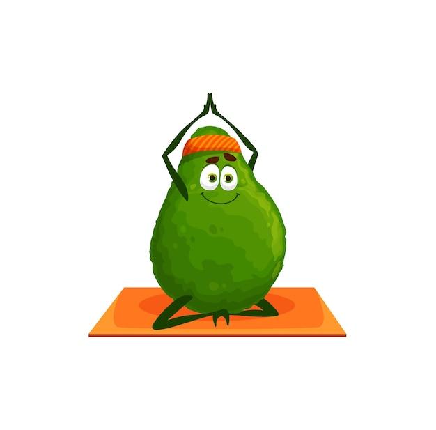 Personaggio dei cartoni animati verde dell'avocado in fascia che si estende sulla stuoia di pilates di yoga di forma fisica, mascotte isolata. emoticon sportivo vettoriale che fa esercizi, allenamento di attività sportive di cibo vegetariano sano
