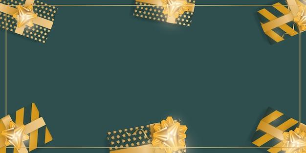 Sfondo verde con scatole regalo realistiche con nastri e fiocchi dorati. vista dall'alto. banner con spazio per il testo. vettore.