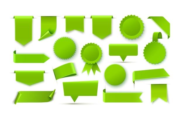 Etichette in bianco realistiche verdi isolate sull'illustrazione bianca di vettore del fondo