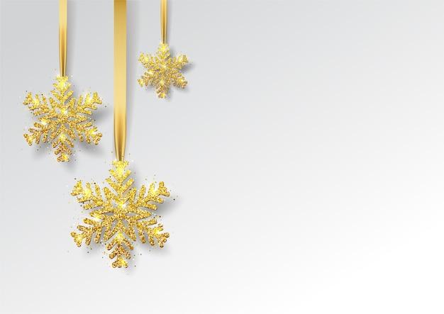 Biglietto di auguri, invito con felice anno nuovo e natale. fiocco di neve di natale oro metallizzato, decorazione, coriandoli luccicanti e lucenti su sfondo nero.