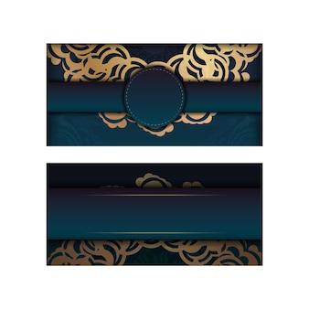 Brochure di saluto verde sfumato con ornamento in oro greco per il tuo marchio.