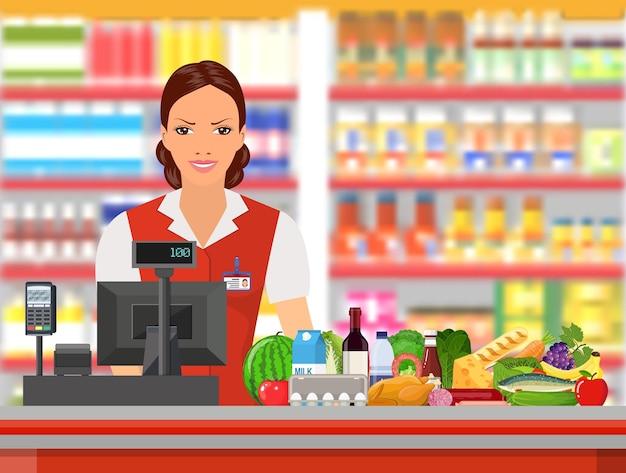 Cassiere di generi alimentari al lavoro.