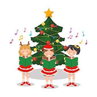 Gruppo di bambini che cantano canti natalizi davanti all'albero di natale decorato. personaggio dei cartoni animati piatto isolato su bianco.