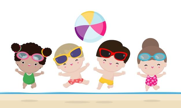 Gruppo di bambini che giocano a pallavolo in acqua sulla spiaggia i bambini saltano sulla spiaggia in estate