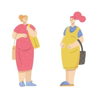 Gruppo di donne incinte vestite in stile casual città - abito, tuta, prendisole, scarpe da ginnastica, slip-on, muli.