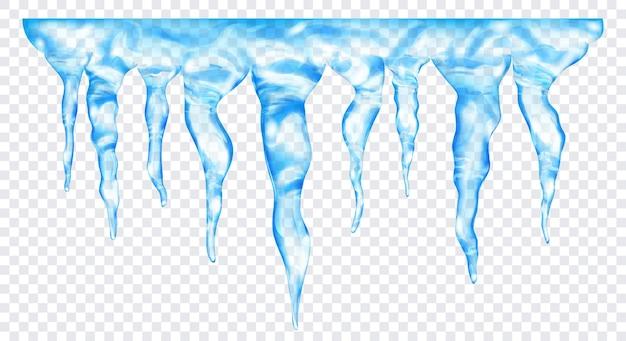 Gruppo di ghiaccioli realistici azzurri traslucidi di diverse lunghezze, collegati in alto, isolati su sfondo trasparente. trasparenza solo in formato vettoriale