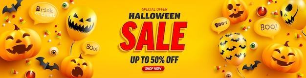 Manifesto di vendita di halloween e modello di banner con zucca di halloween carino e palloncini fantasma su sfondo giallo. sito inquietante,