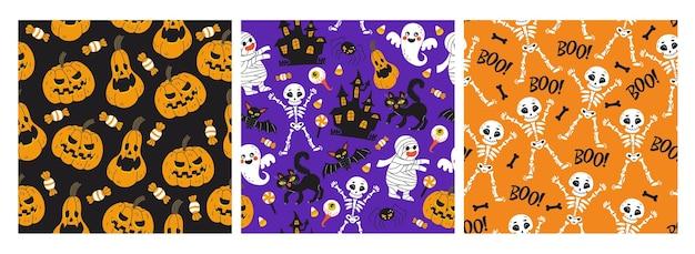 Halloween set di tre modelli vettoriali senza soluzione di continuità. illustrazione vettoriale di personaggi, scritte, caramelle ed elementi in stile cartone animato disegnato a mano. sfondo, avvolgimento, modello tessile.