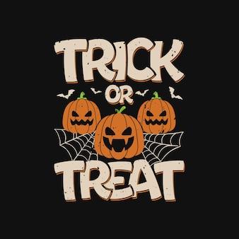 Halloween con la maglietta della zucca