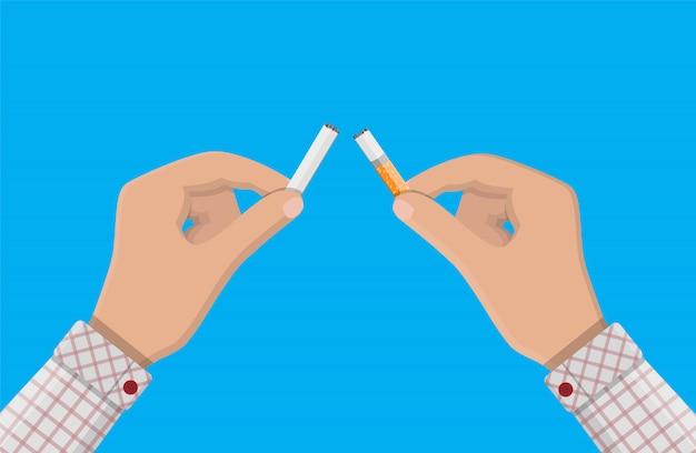 La mano rompe le sigarette.