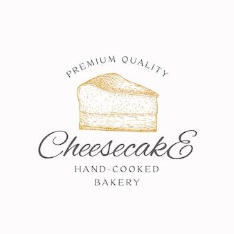 Segno, simbolo o modello di logo dell'estratto della torta di formaggio da forno cotta a mano. pezzo di torta e tipografia disegnati a mano. pasticceria