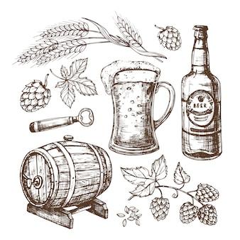Boccale di birra, botte, frumento e malti disegnati a mano, luppolo. insieme isolato nello stile dell'incisione