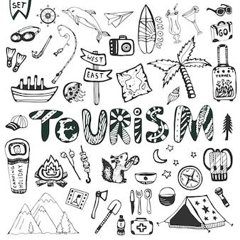 Grande serie disegnata a mano. vacanze estive - campeggio e vacanze in mare. collezione vettoriale di icone di viaggio. doodle lettering turismo