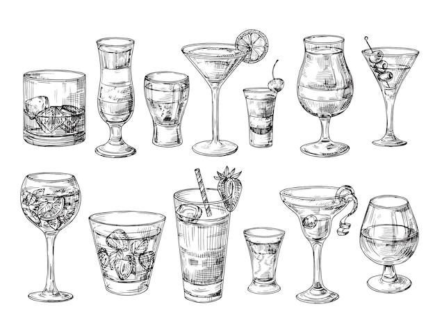 Cocktail disegnato a mano bevande alcoliche in bicchieri. schizzo di succo, margarita martini. cocktail con rum, insieme di vettore di whisky gin