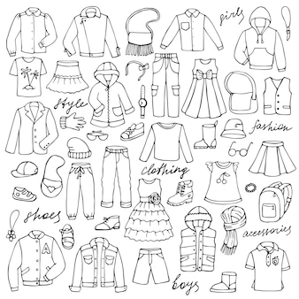 Set di scarabocchi disegnati a mano con vestiti infantili e scritte per stampe tessili di sfondi