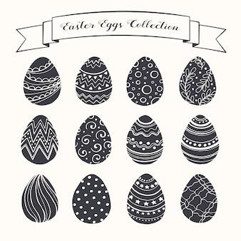 Collezione di uova di pasqua disegnate a mano. uova di pasqua in stile schizzo.