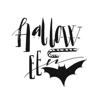 Manifesto di halloween disegnato a mano con parola scritta moderna scritta a mano di inchiostro halloween, pipistrello e caramelle. elemento di design per la festa di halloween o segno isolato su priorità bassa bianca.