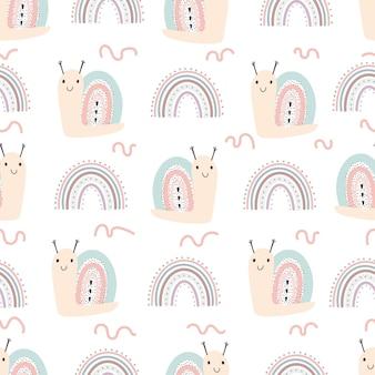 Illustrazione disegnata a mano e modello senza cuciture con lumache carine e arcobaleno. vector l'illustrazione del bambino in carta digitale di stile disegnato a mano semplice scandinavo