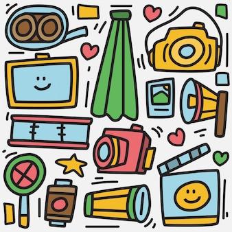 Modello di fotocamera doodle disegnato a mano kawaii