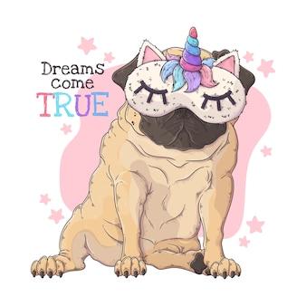 Ritratto disegnato a mano del cane divertente del carlino in una maschera di notte.