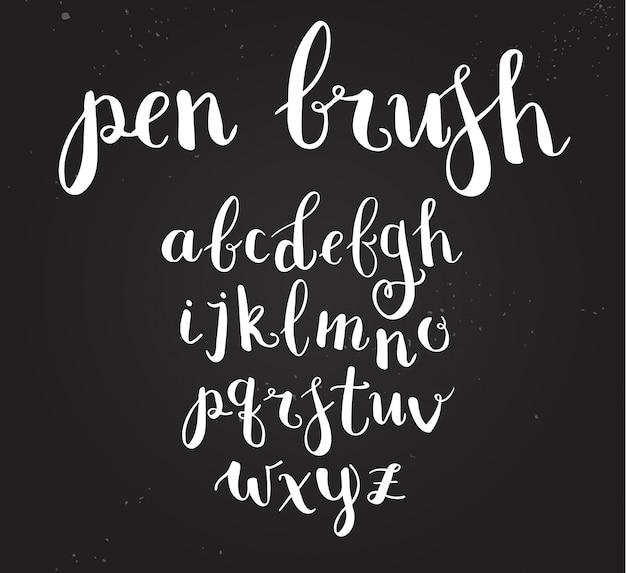 Alfabeto di script disegnati a mano. lettere scritte con una penna pennello con inchiostro