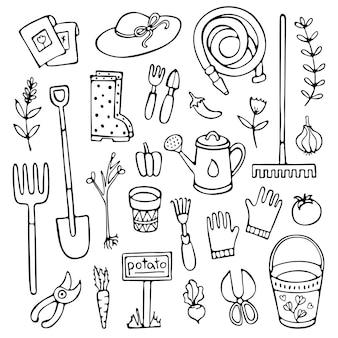 Insieme disegnato a mano di attrezzi da giardino e illustrazione di elementi