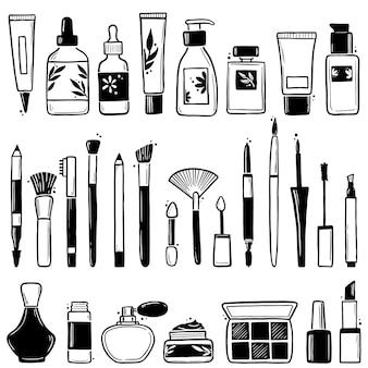 Insieme disegnato a mano di elementi cosmetici di bellezza trucco