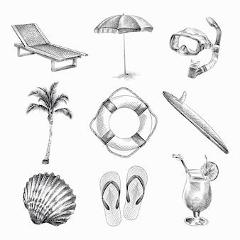 Insieme di schizzo disegnato a mano di strumenti di vacanze estive. il set comprende lettino da spiaggia, ombrellone, maschera da sub, palma, salvagente, tavola da surf, cocktail, infradito, conchiglia