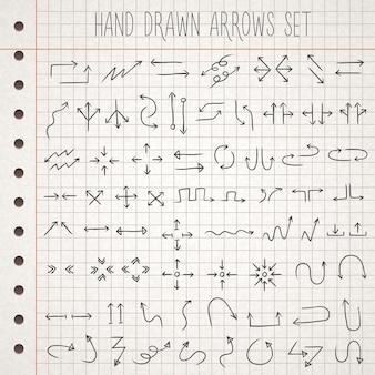 Frecce di stile disegnate a mano impostate su carta per appunti