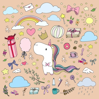 Unicorno disegnato a mano ed elementi felici nello stile di doodle.