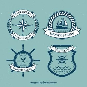 Disegnati a mano emblemi a vela d'epoca con nastri