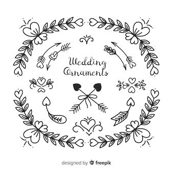 Accumulazione rotonda dell'ornamento di nozze disegnate a mano Vettore Premium