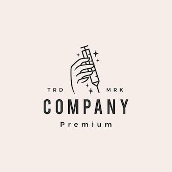 Logo vintage hipster di vaccino per iniezione in mano