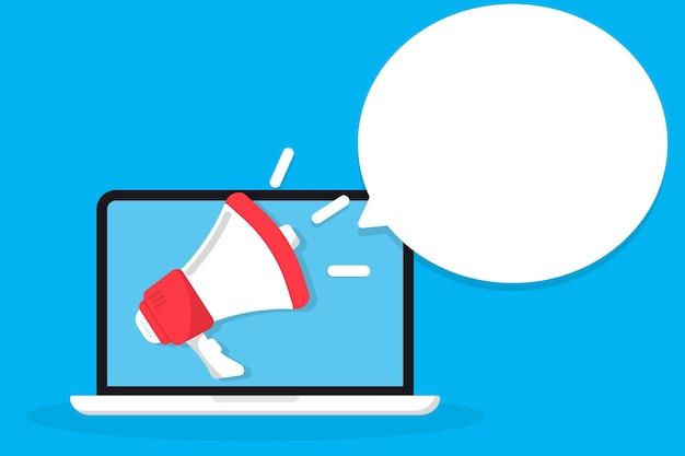 Mano che tiene il megafono che esce dal laptop promozione mirata a internet di marketing digitale