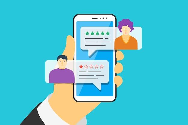 Mano che tiene in mano uno smartphone con bolle vocali dell'app di feedback e avatar femminili maschili sullo schermo. rivedi la valutazione a cinque stelle con una valutazione buona e una cattiva. concetto di illustrazione di qualità vettoriale