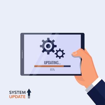 Mano che tiene il tablet con il sistema in fase di aggiornamento simbolo. nuovo software o applicazione di aggiornamento.