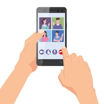 La mano tiene lo smartphone. amici del team di videoconferenza sulla conversazione del telefono dello schermo.